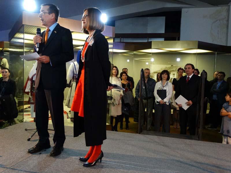 Модна ревија со американска амбасада